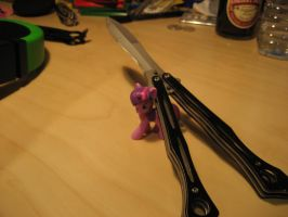 Twilight and her Balisong by yagyag