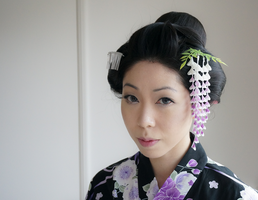 Traditional Japanese Hairstyle with Kanzashi by japanesesilkflowers