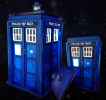 TARDIS by Montaneous