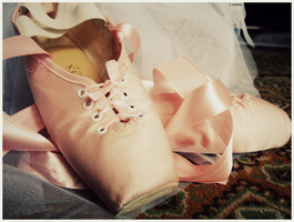 Pointe shoes by L-Justine