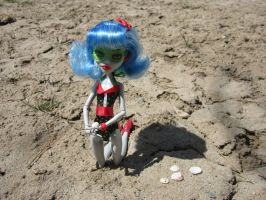 MH Ghoulia Beach Time 5 by immortalmina