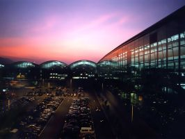 Hong Kong Int Airport by keithko
