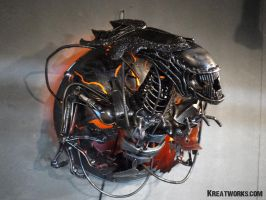 Metal Queen Alien Lamp by Kreatworks