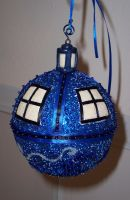 Tardis Ornament, completed by Vivienne-Mercier