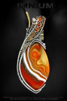 Reversible agate pendant by IMNIUM