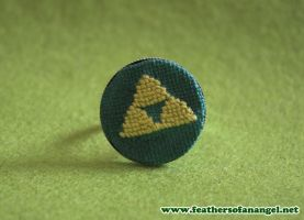 triforce ring by FeathersOfAnAngel
