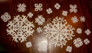 MORE Paper Snowflakes in DIFFERENT sizes by InkArtWriter