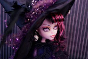 Halloween Witch Draculaura by ivy-cinder