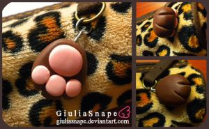 Brown neko paw by GiuliaSnape