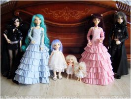 BJD Family March 2010 by Dynamene-Dolls