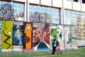 Berlin Wall In Los Angeles by makepictures