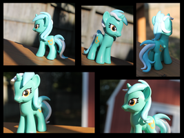 Custom Lyra *FOR SALE* by Crazypurplebat
