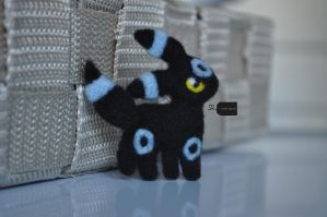 Needle felted shiny Umbreon by FluffyParcel