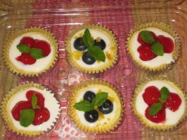 Mini Cherry and Blueberry Lemon Cheesecakes by rltan888