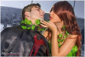 Poison ivy and robin the kiss by GhiandaiaCosplay