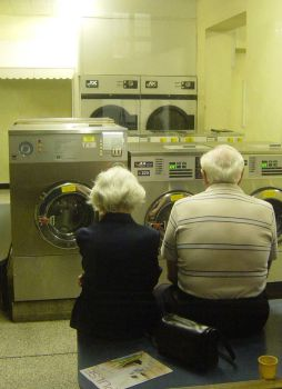 Old couple in the launderette by Hobo-John