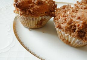 Crumbly apple muffins by NoctiLuna