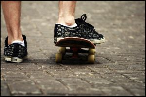 in the feet of a sk8ter by awedeawie