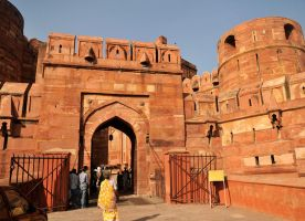 Agra Fort entrance 1 by wildplaces