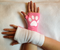 Candi Kitty Arm Warmers by PakajunaTufty