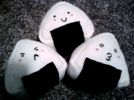 Onigiri rice cake plushies by Mari-Kyomo