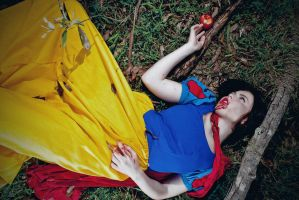 Snow White by Amelia-The-Goth