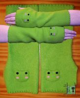 "Froggy ""arm warmers"" by Worren"