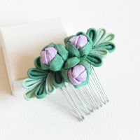 Bud Crepe Comb by Arleen