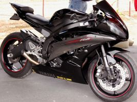 BLACK Yamaha R6 17500 RPM by Partywave
