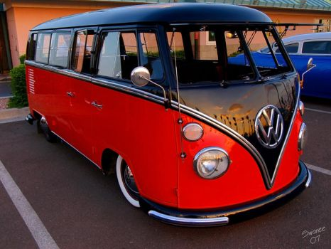 2 Tone Bus by Swanee3