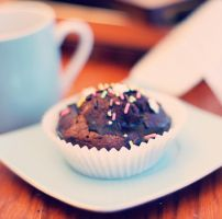 Happy muffin by MarieMagenta