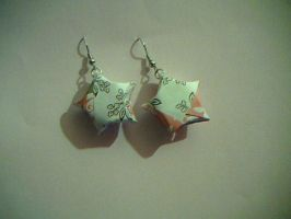Origami star earrings by lunabellvarga