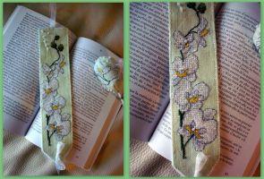 White Orchid bookmark by Vetriz