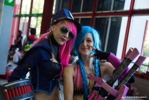 League of Legends Officer Vi and Jinx by itsukih