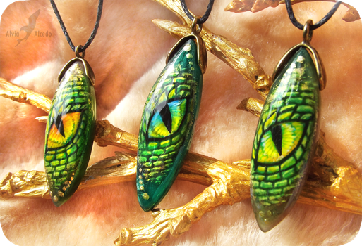 Eyes of green dragon - stone painting necklaces by AlviaAlcedo