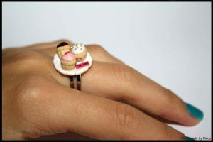 Cupcakes on plate ring by Maca-mau