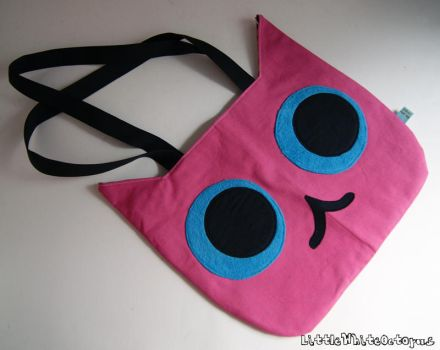 Cat Head Tote Bag by shiroiyukiko