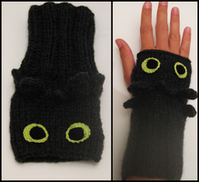 Toothless Wrist Warmers by Hope555
