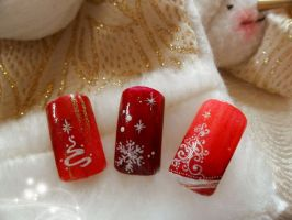 Christmas glow by NailsyMo