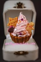 Gold Gingerbread Cupcake Ring by prettypop