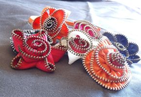 zipper flowers by Craftcove