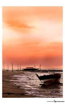 Boat under sunset by Leendro