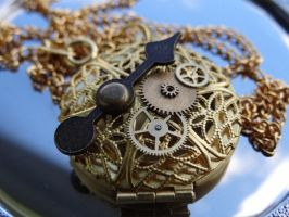 Steampunk locket II by Hiddendemon-666