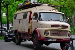 Mercedes Lseries by someoneabletofindana