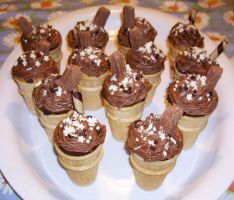 Ice Cream Cone Cakes - choc by Shadowoftheredrose