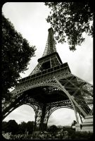 Tour Eiffel, Paris by fL0urish