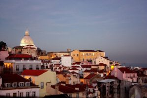 Looking to Alfama by flyingtothesun