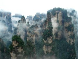 Zhangjiajie Mountains by tang-yi