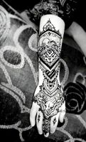 Complex henna with squid and a skull by cydienne