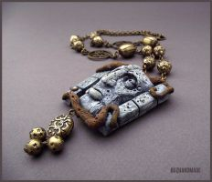 Talking wall - Labyrinth FANART Necklace by buzhandmade
